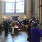 Bezoekers van Maaskant Open Grenzen bij de koffie