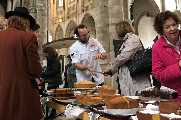 Edwin Klaasen tijdens de cakebakwedstrijd van 30 oktober